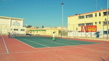 שיפוץ מגרשי טניס